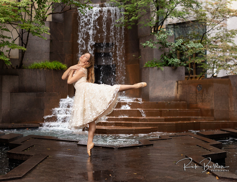 Downtown Charlotte never looked so good!  Featuring the beautfilly photogenic Ballet Dancer  @poppyseed_dancer .  Outfit by: @ModCloth   .........................................