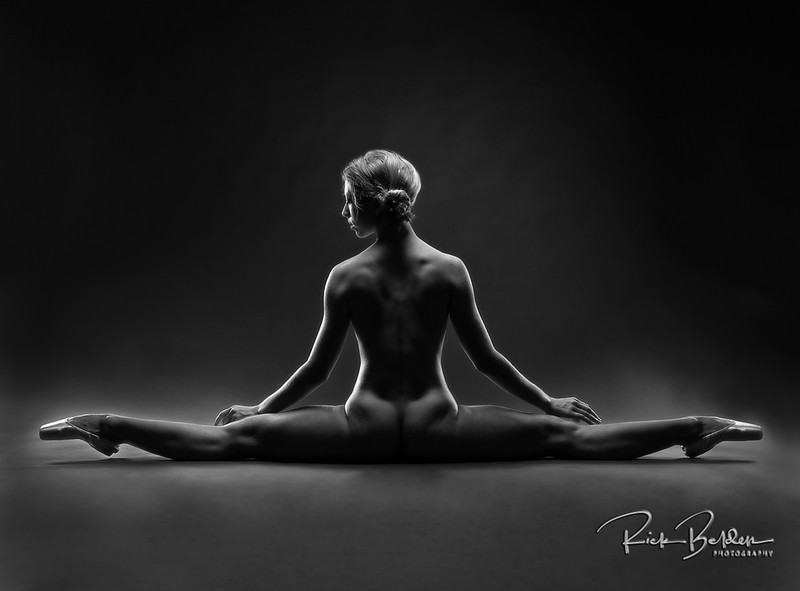 I am so fortunate to get to work with the most amazing Artists and Athletes in the world.  The perfect combo of Strength and Beauty, Ballet Dancers have it all!  Shots taken in my photo studio with the incredible @poppyseed_dancer  ........     ...................................................................     .........