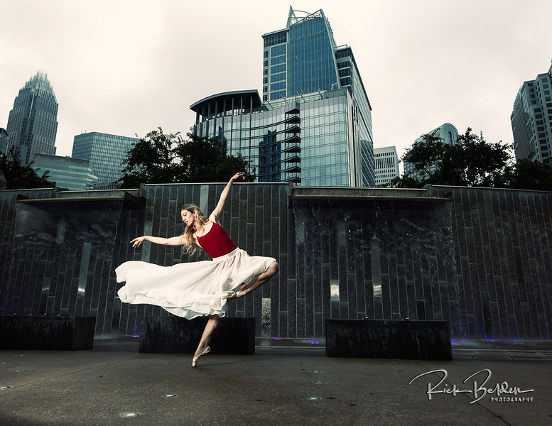 My passion in photography is to work with talented individuals who like to create real art.  Here is the beautfilly photogenic Ballet Dancer  @poppyseed_dancer  in downtown Charlotte.  .........................................
