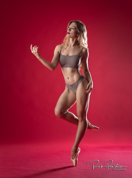 I have a big problem with Ballet Dancers...they make these moves look so effortless that use mere Mortals think we can actually do them as well!  LOL.  Featuring the beautfilly photogenic Dancer  @poppyseed_dancer .  .......................................................
