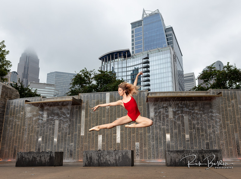 Downtown Charlotte never looked so good!  I'm passionate about working with talented individuals who like to create real art.  Featuring the beautfilly photogenic Ballet Dancer  @poppyseed_dancer  in downtown Charlotte.  .........................................