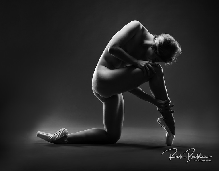 If this Dancer was around during Greek's heyday I'm sure they would have made a statue like this!  I'm so fortunate to get to work with the most amazing Artists and Athletes in the world.  The perfect combo of Strength, Athleticism, Grace and Beauty the incredible @poppyseed_dancer has it all!  Shots taken in my photo studio @rickbeldenphotography .   ........     .    .      .   ...........................................................    .   .........  .