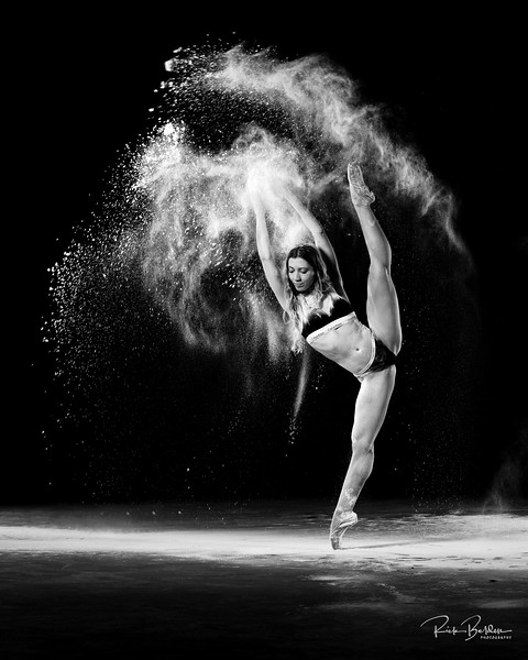Creating some Powder Art with the amazing @poppyseed_dancer recently.  All photos copyright of @rickbeldenphotography.    Assistants:  @msimagerydotcom  @redhot_rebellion_    Clothing @calvinklein .............................................