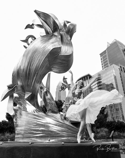 My passion in photography is to work with talented individuals who like to create art.  Here is the beautfilly photogenic Ballet Dancer  @poppyseed_dancer  in downtown Charlotte.  .........................................