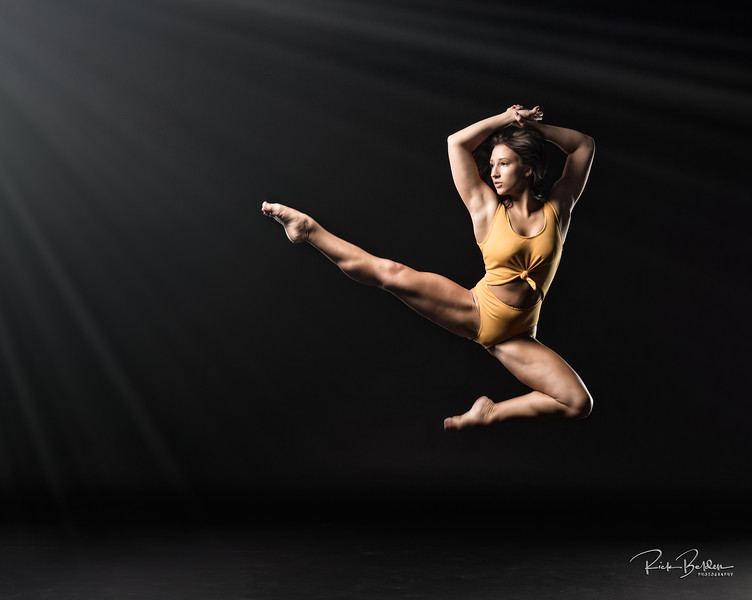 Flying through the air with the greatest of ease!  When you work with Amazing People you can create some Amazing results!  Shots of Ballet Dancer/Fitness Athlete taken in my studio this past weekend.   ..................................    Athlete:  @jackie_fitlife  Copyright: @RickBeldenPhotography.        ...................................................
