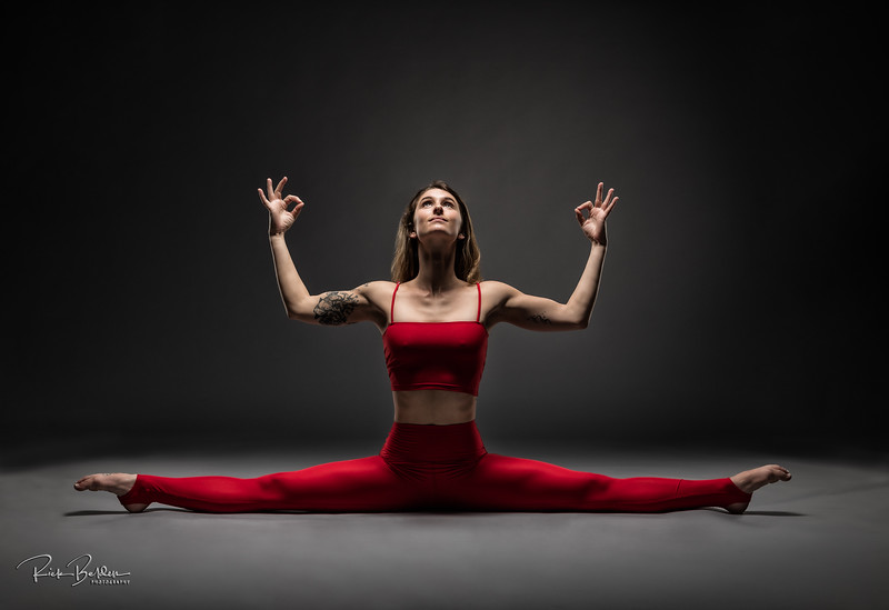 Every shot we created was a strong and beautiful!   Yogi Leah looks amazing in all the photos from our shoot last week!   Yogi:  @le_yogi  Clothing:  @poetryinmotion.collective   .................................................