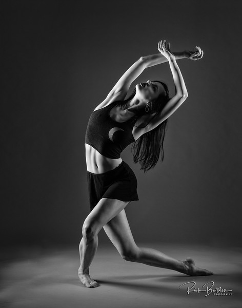 A unique pose that shows the great strength and balance of a Ballet Dancer.   Ms. @Sophmnelson looking Beautiful and Strong in my studio recently.    Affiliation:  @Carolinaballet   Outfit by:  @Caliabycarrie  Pointe Shoes by: @Freedoflondon   @Freedoflondonusa  .................................................................................................................................................................