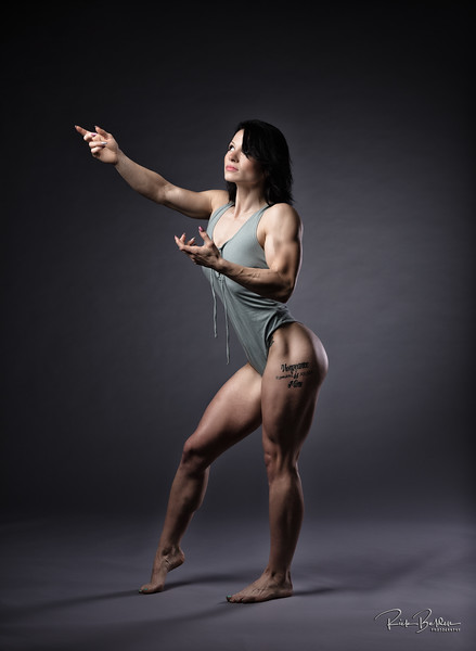 Thank you to all the amazing Female Fitness Athletes that trusted me to take their photos this season.  Here is my friend Calli, who is a Powerlifter, dieting down for her first Bodybuilding Contest.  Shots recently taken in my photos studio.   @gainzgirl_1 ..........................................................