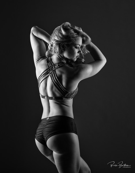 I love using hard light for Athletes...for the right body type this will really bring out all of that hard work in the gym!  Ms. Rebecca @Bexlaw looking strong and beautiful in my studio recently..............................................