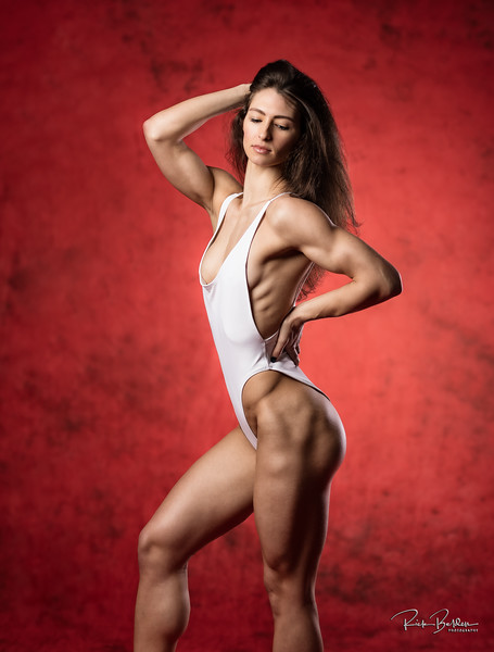 Shots like this show off all of that hard off season work!   Fitnesss Athlete Ms. @Kyleighbishop in my photography studio.      ..............................................................