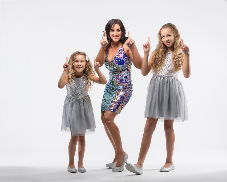 Honored to have racing legend Ms. Angelle Sampey in studio tonight.  We will be showcasing a side of her no one has ever seen before!  Here she is with my beautiful Daughters.   NHRA PSM Racer  @Angellesampey   HMUA the Best:  @baybee_cottone .........................................................