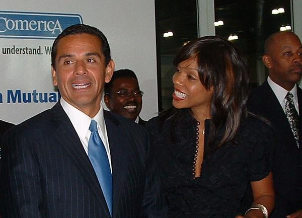 L.A. Mayor Antonio Villaraigosa, joined by Wendy Raquel Robinson, expo celebrity spokesperson