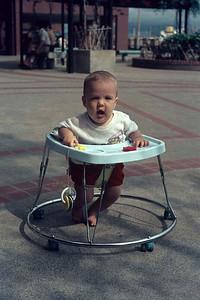 FAM-1-0186 : Hong Kong : 27 April 1975