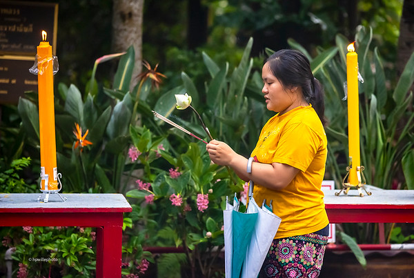 Offering in the wat - yellow candels and T-dhirt