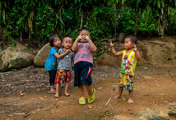 Hmong children; posing 2014