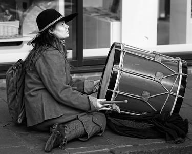 Newbury Roundhead Drummer Girl reenactor bw
