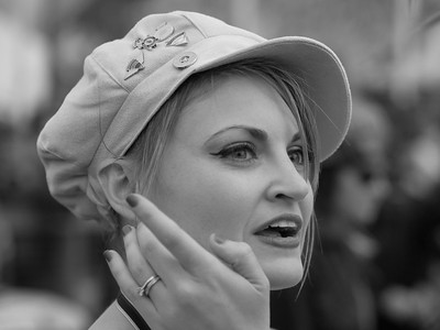 Lady Bike Fan 1 bw - The Goodwood Revival 2017