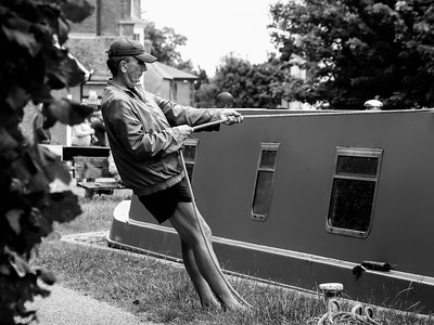 Taking the Strain - Kennet and Avon Canal Newbury