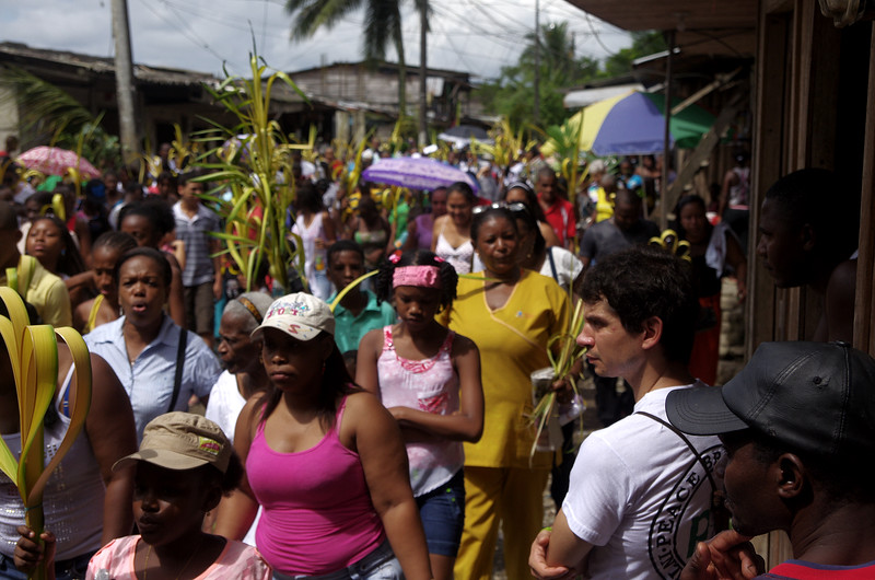 They sought the support of the Inter-Church Justice and Peace Commission (CIJP) and planned an audacious strategy. It was Palm Sunday (13th April 2014), and while the bishop of Buenaventura was giving mass in the street the members of CIJP arrived.