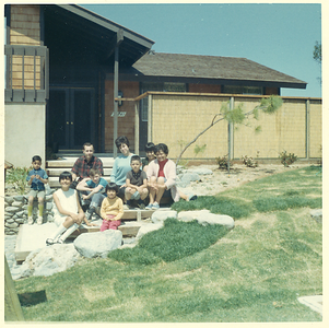 1960s-mv-house-family-in-front03