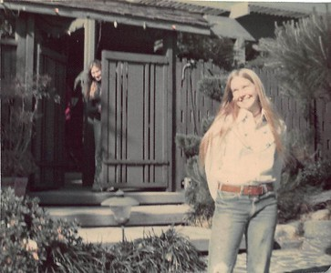 1975 Lynn & Lori Goofing in front of the MV house