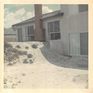 1966-mv-house-unlandscaped-backyard
