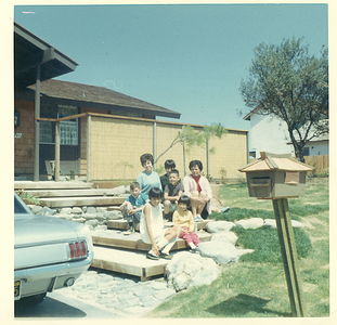 1960s-mv-house-family-in-front02