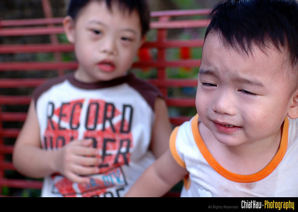 """Su Su, help... big bro is bullying me"" :""P (Opps)"