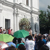 Cebuanos outside the Cebu Cathedral wave to the official image of Pedro Calungsod before the motorcade started Tuesday, October 16, 2012 in Cebu City. (Sunnex)