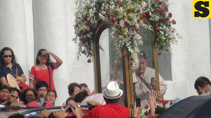 Devotees waited outside the Cebu Cathedral for the transfer of Pedro Calungsod's image to the Mactan-Cebu International Airport. The image was flown to Rome for Calungsod's canonization on October 21, 2012.