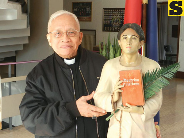 """A GREAT BLESSING. Cebu Archbishop Emeritus Ricardo Cardinal Vidal, who poses in Rome with an image of Beato Pedro Calungsod, says he is """"very grateful to the Lord for the great blessing he has bestowed on our people."""" The road to Calungsod's sainthood was first paved in 1986. (Contributed Photo/Fr. Mhar Balili)"""