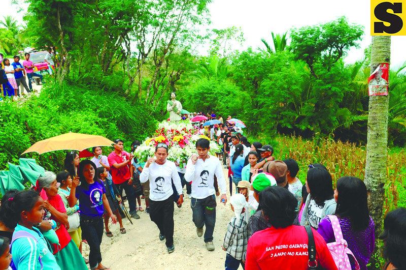 CEBU. A procession in honor of Pedro Calungsod, who will be declared a saint today, proceeds from Barangay Cagsing to Ginatilan town proper. Cagsing is known to have the most number of Calungsods in the town, which believes the teenaged martyr hailed from there. (Allan Defensor)