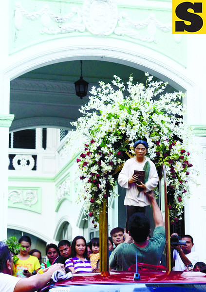 The official image of Pedro Calungsod is transferred from the archbishop's residence to the Archdiocesan Shrine of Blessed Pedro Calungsod on D. Jakosalem St., Cebu City. It will be taken to the Cathedral Tuesday morning for a sendoff mass, before being flown to Rome. (Amper Campaña)