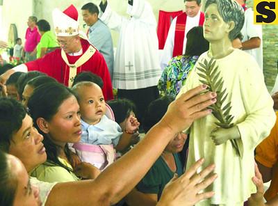 Cebu Archbishop Jose Palma (background, left) celebrates the mass at the Beato Pedro Calungsod Parish Church in Barangay Cantabaco, Toledo City during the seventh founding anniversary of the church and its fiesta celebration.(Sun.Star/Alex Badayos)