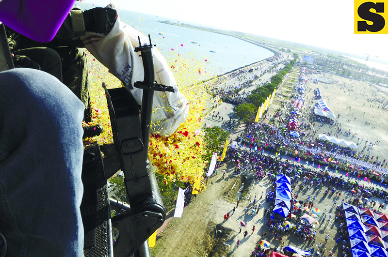 CEBU CITY. A chopper drops flowers on the crowd. (Allan Cuizon)