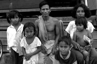 Family near Trapeang Prasat - 2000