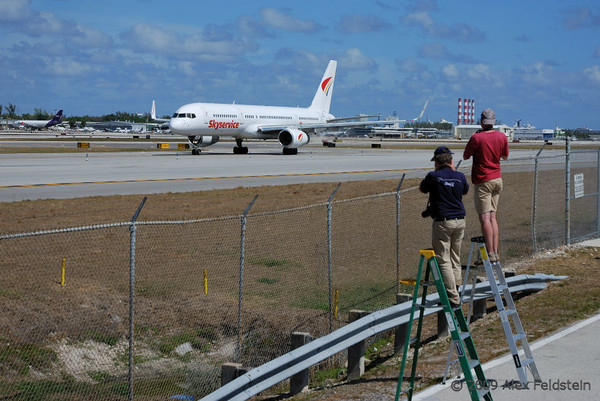 Planespotters at KFLL