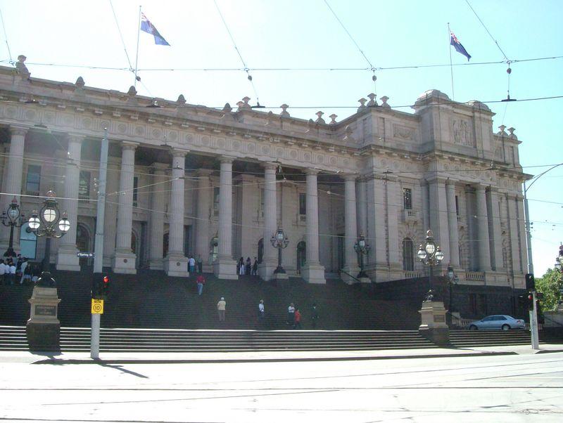 2004-11-12 Melbourne, Australia. The parliament building.
