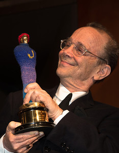 Joel Grey poses with his Oscar for Caberet