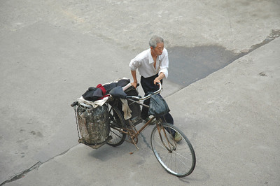 All manner of contraption has been invented to convert bicycles into delivery vehicles - Yi Chang dam downstream on the Yangtze River, China  ©Gerald Diamond All rights reserved
