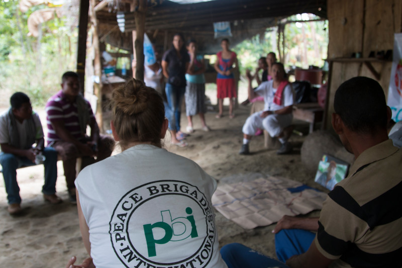 Telling the story of the Bajo Atrato region, of military and paramilitary operations in 1996 and 1997 which led to the displacement of thousands of people.