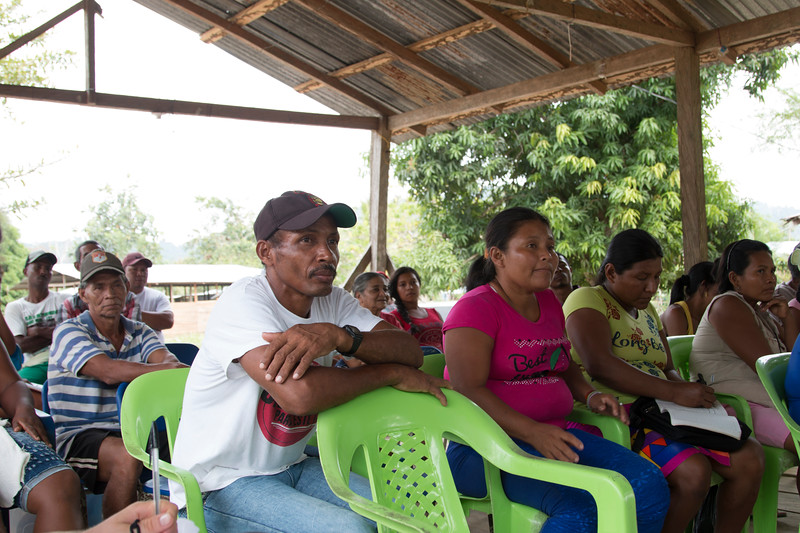 Next we arrived at the Nueva Esperanza Humanitarian Zone, in the Jiguamiandó collective territory. There the delegation met with different leaders from the area, who came from the indigenous territory of Alto Guayabal and from Uradá and also from the Pueblo Nuevo Humanitarian Zone. These past months have been highly complicated in this territory. The community are once again afraid about the presence of illegal armed actors, and threats to leaders who are reclaiming their land.