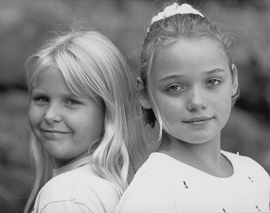 2 girls back to back