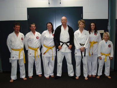 Congratulations to all Combat Karate students who passed their 8th Kyu Yellow Belt assessmnet in September 2010. Keep tyraining hard. Shihan Martin Day.