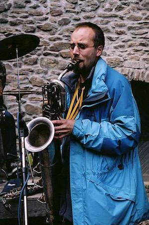 Saxofonista skupiny Par Avion