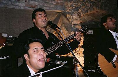 sobota večer - koncert skupiny Bengas v hlavním sále hradu