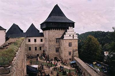 Pohled na hrad z východní věže
