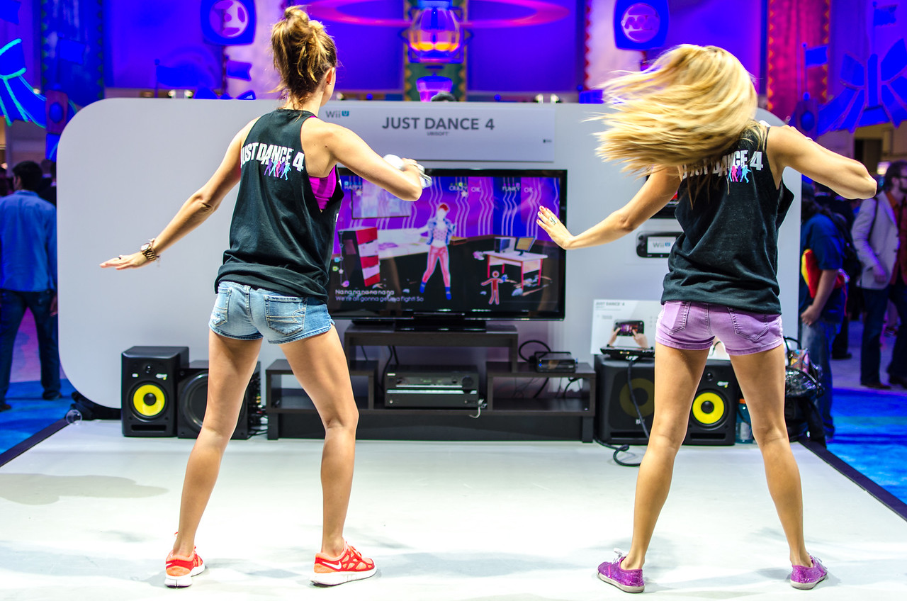Dancing girls at E3 2012