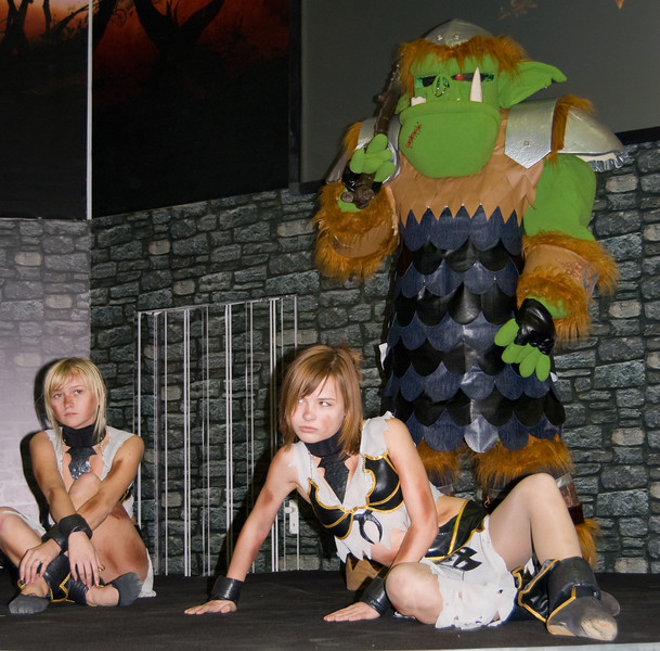 Warhammer Online girls and orc on Igromir 2008