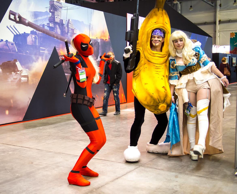 Lady Deadpool and walking banana at Igromir 2013
